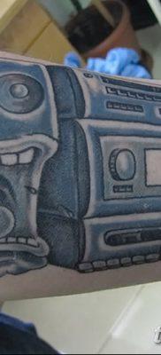 фото татуировка динамик и магнитофон от 11.10.2017 №021 – tattoo speaker – tatufoto.com