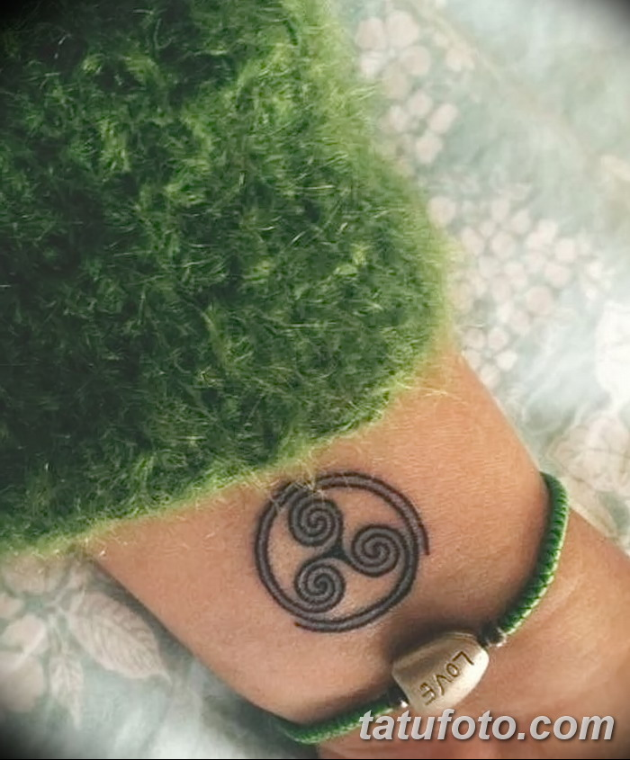 фото татуировка триксель от 23.10.2017 №083 - triksel tattoo - tatufoto.com