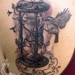 фото тату песочные часы от 21.10.2017 №004 - tattoo hourglass - tatufoto.com