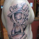 фото тату песочные часы от 21.10.2017 №032 - tattoo hourglass - tatufoto.com