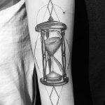 фото тату песочные часы от 21.10.2017 №050 - tattoo hourglass - tatufoto.com