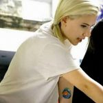 фото Тату Скарлетт Йохансон от 10.11.2017 №006 - Scarlett Johansson Tatto - tatufoto.com