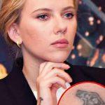 фото Тату Скарлетт Йохансон от 10.11.2017 №020 - Scarlett Johansson Tatto - tatufoto.com
