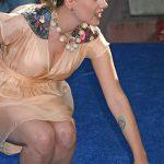 фото Тату Скарлетт Йохансон от 10.11.2017 №027 - Scarlett Johansson Tatto - tatufoto.com
