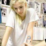 фото Тату Скарлетт Йохансон от 10.11.2017 №028 - Scarlett Johansson Tatto - tatufoto.com