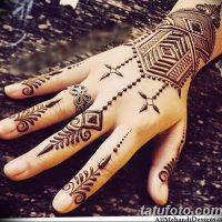 Мехенди на пальцах рук