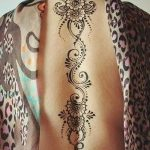 фото Мехенди на спине от 26.12.2017 №027 - Mehendi on the back - tatufoto.com