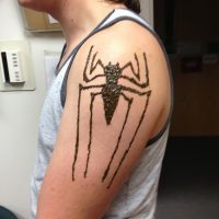 Мехенди паук (рисунок хной)
