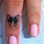 фото Маленькие тату для девушек от 26.01.2018 №079 - Little tattoos for girls - tatufoto.com