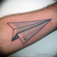 Значение тату «Бумажный самолетик»