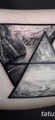 фото тату треугольник с линией от 16.04.2018 №005 – triangle tattoo with line – tatufoto.com