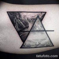 Значение тату «треугольник с линией»