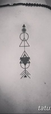 фото тату треугольник с линией от 16.04.2018 №012 – triangle tattoo with line – tatufoto.com