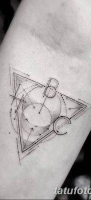 фото тату треугольник с линией от 16.04.2018 №018 – triangle tattoo with line – tatufoto.com