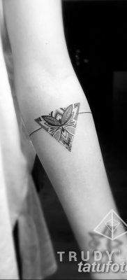 фото тату треугольник с линией от 16.04.2018 №049 – triangle tattoo with line – tatufoto.com