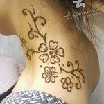 Фото Мехенди на шее от 02.08.2018 №034 - Mehendi on the neck - tatufoto.com