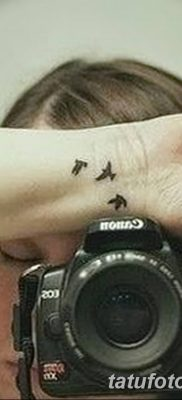 Фото тату птицы на запястье 17.08.2018 №135 – tattoo of a bird on the wrist – tatufoto.com