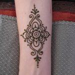 Фото Мехенди на запястье от 12.09.2018 №043 - Mehendi on the wrist - tatufoto.com