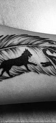 Фото тату волк и перо от 21.09.2018 №034 – tattoo wolf and feather – tatufoto.com
