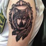 Фото тату волк и перо от 21.09.2018 №046 - tattoo wolf and feather - tatufoto.com