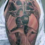 Фото рисунка тату череп в зеркале 25.11.2018 №033 - tattoo skull in mirror - tatufoto.com