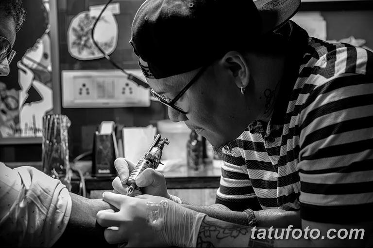 фото процесс нанесения тату 22.01.2019 №116 - photo tattooing process - tatufoto.com