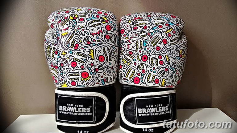Боксерские перчатки с тату - фото 1