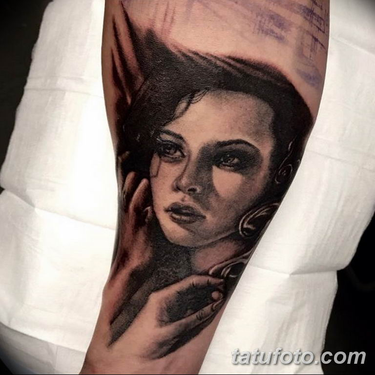 фото милой девушки с татуировкой 12.03.2019 №074 - girl with a tattoo - tatufoto.com