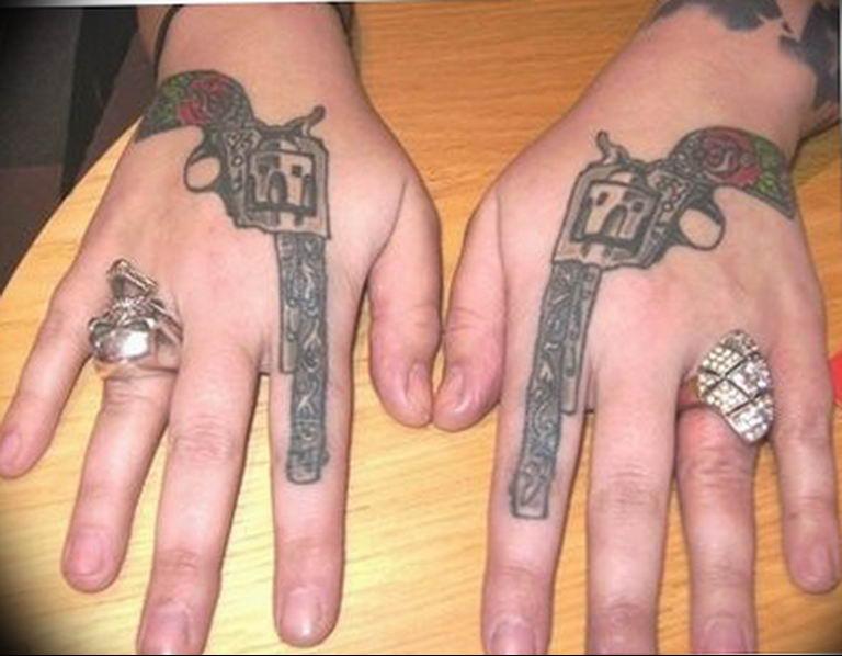 фото тату с пистолето 04.03.2019 №202 - photo tattoo with a gun - tatufoto.com