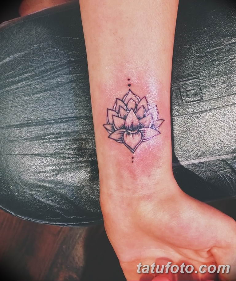 Фото тату белые цветы18.06.2019 №140 - tattoo white flowers - tatufoto.com