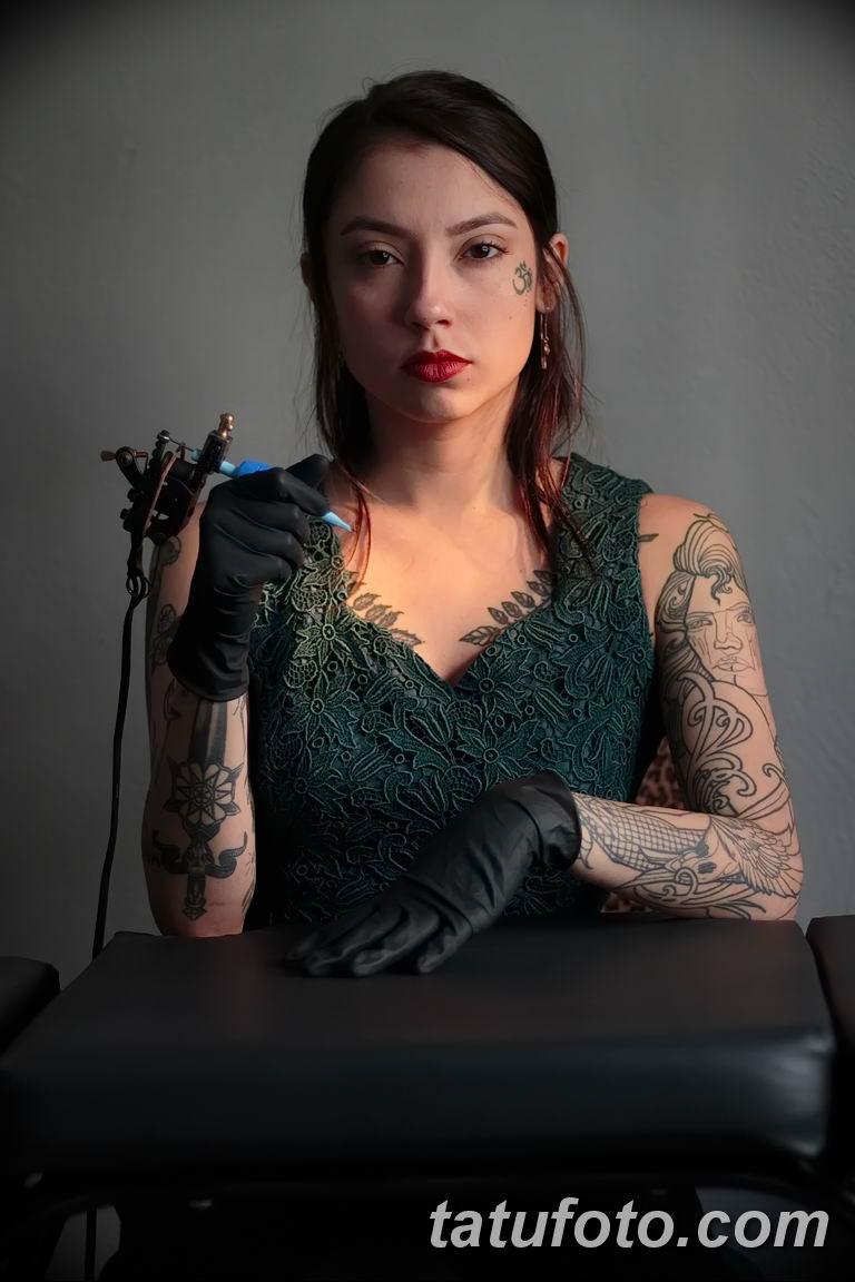 Фото тату мастер девушка 18.06.2019 №021 - tattoo master woman - tatufoto.com