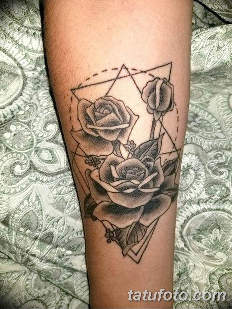 Фото тату роза с шипами 26.06.2019 №047 - spiked rose tattoo - tatufoto.com
