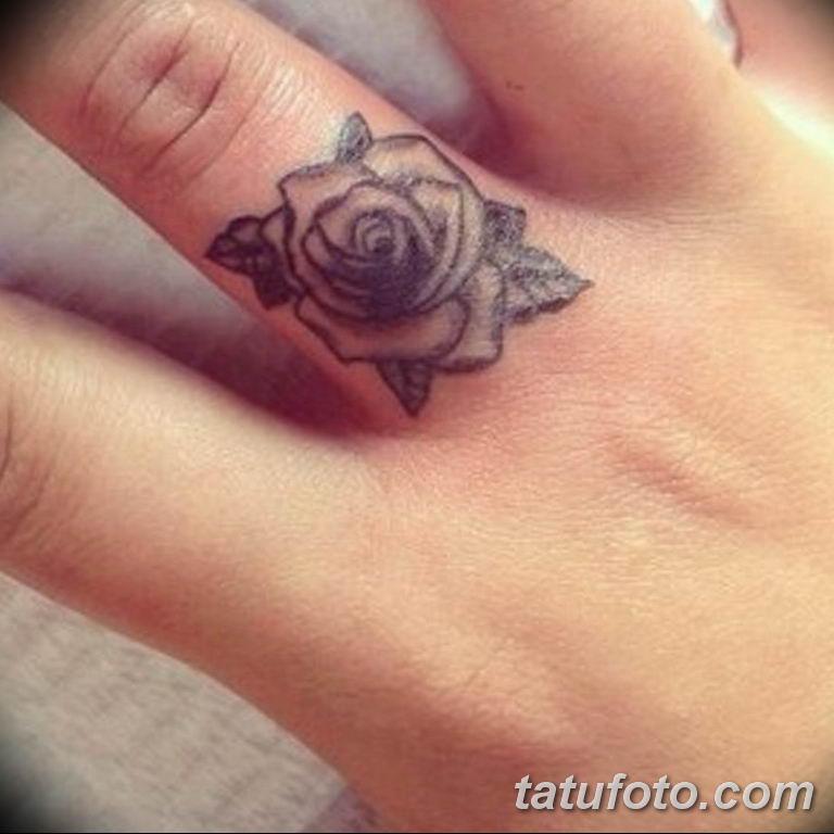 Фото красивые розы тату 12.08.2019 №029 - beautiful roses tattoo - tatufoto.com
