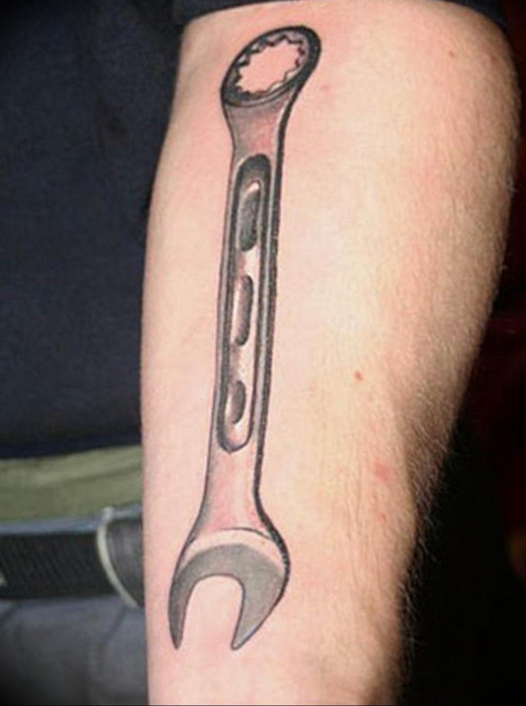 Фото тату гаечный ключ 21.08.2019 №013 - tattoo wrench - tatufoto.com