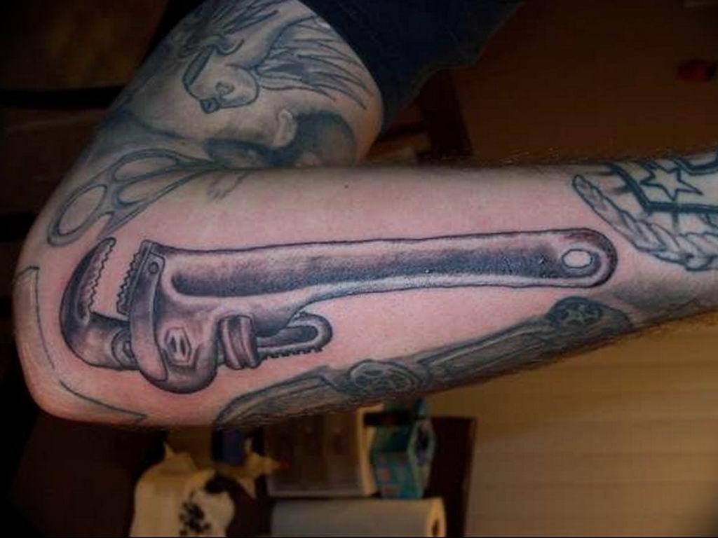 Фото тату гаечный ключ 21.08.2019 №022 - tattoo wrench - tatufoto.com