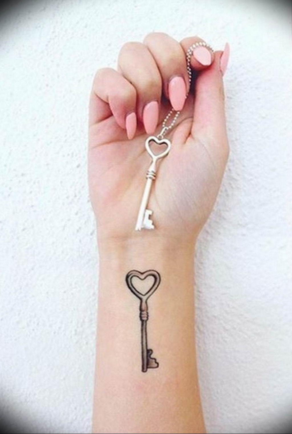 Фото тату для девушек ключ 21.08.2019 №019 - tattoo for girls key - tatufoto.com