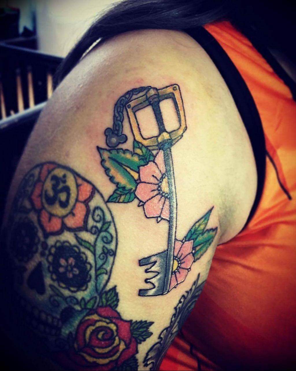 Фото тату для девушек ключ 21.08.2019 №032 - tattoo for girls key - tatufoto.com