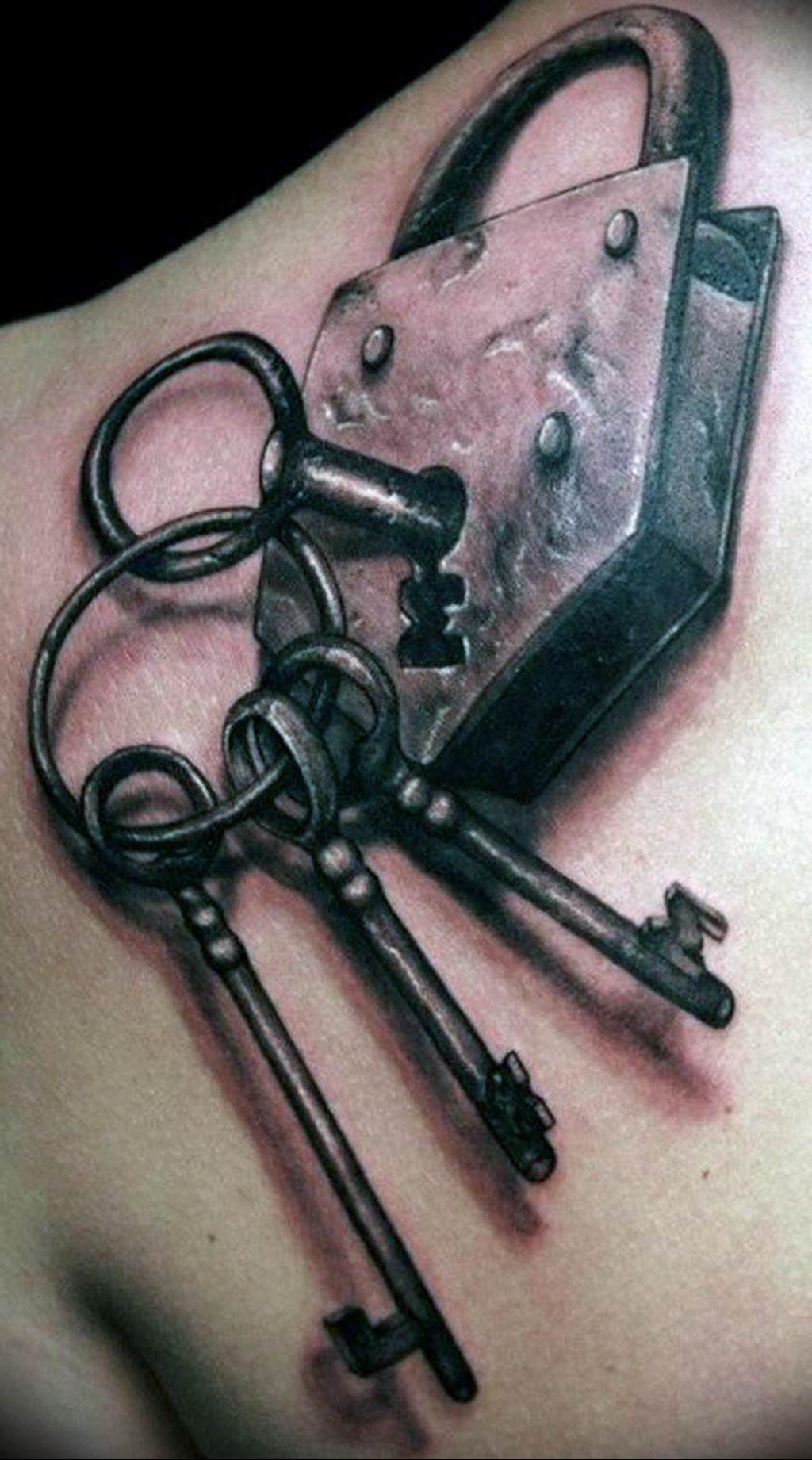 Фото тату замок и ключ 21.08.2019 №014 - tattoo lock and key - tatufoto.com