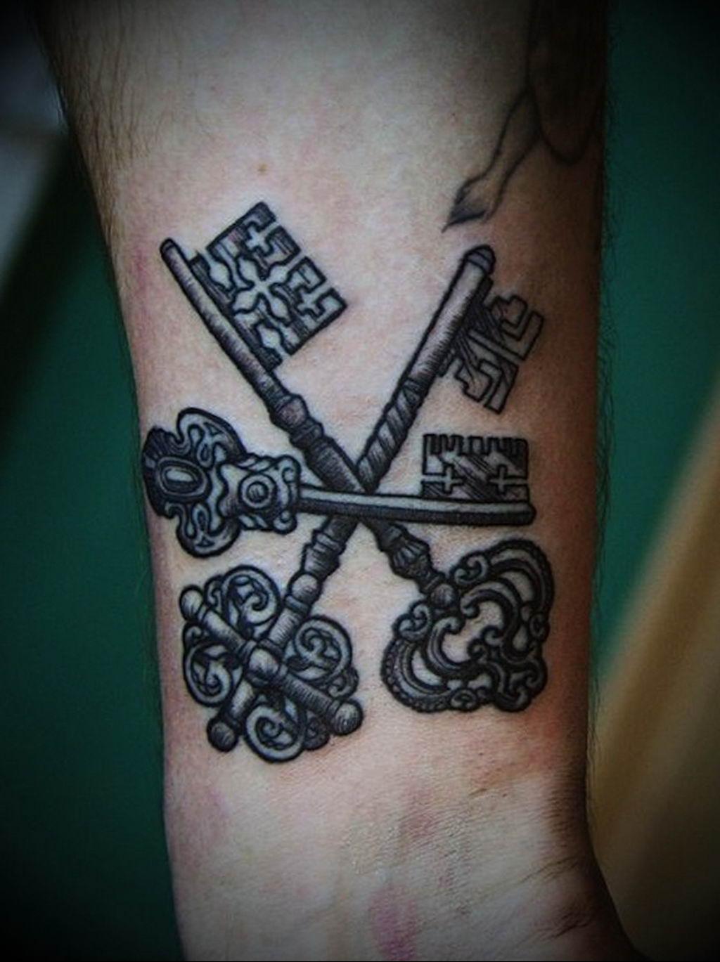 Фото тату ключ на запястье 21.08.2019 №035 - tattoo key on the wrist - tatufoto.com