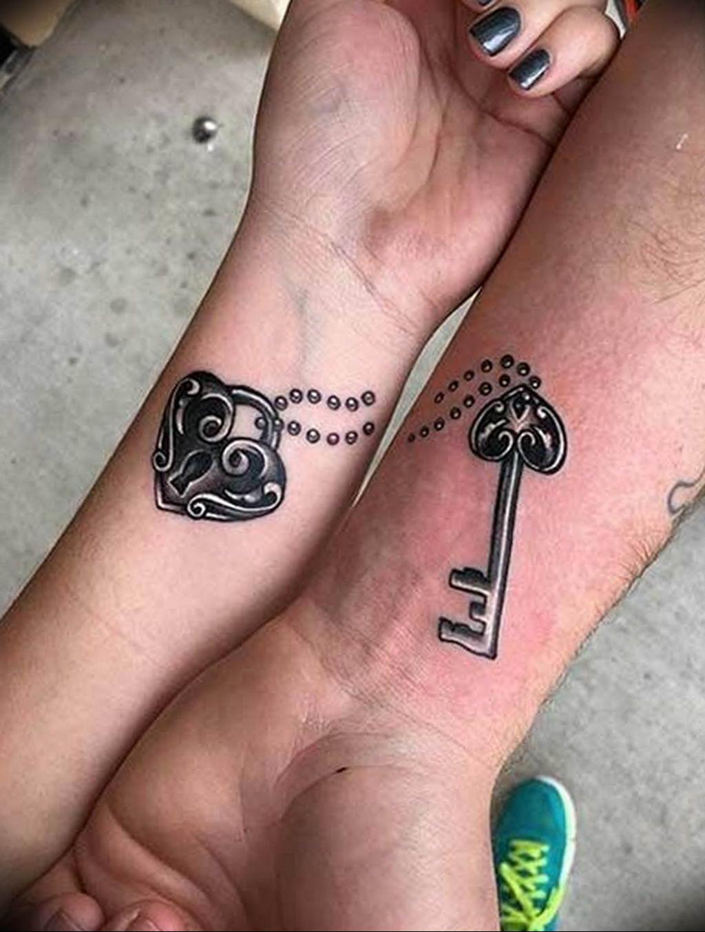 Фото тату ключ на запястье 21.08.2019 №043 - tattoo key on the wrist - tatufoto.com