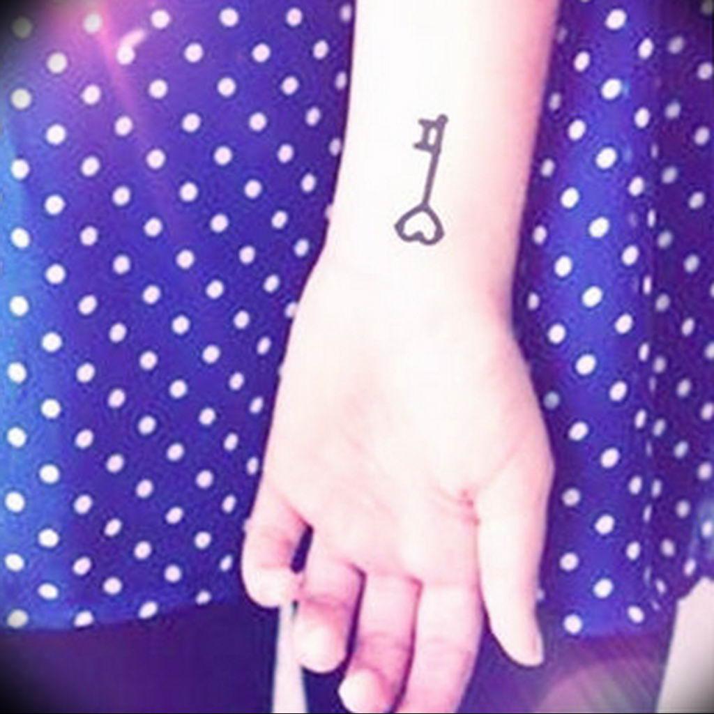 Фото тату ключ на запястье 21.08.2019 №053 - tattoo key on the wrist - tatufoto.com