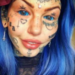 Амбер Люке и реакция соцсетей на ее новую татуировку нанесённую на щеке - фото 7