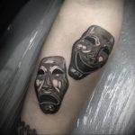 Фото две театральные маски тату 09.09.2019 №010 - tattoo theater masks - tatufoto.com