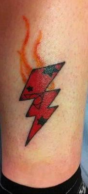 Фото тату молния на ноге 14.09.2019 №006 – lightning leg tattoo – tatufoto.com