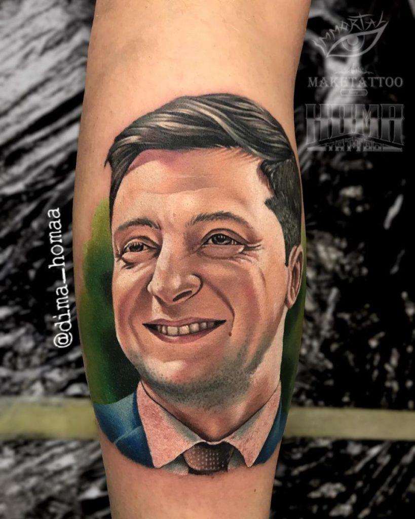 В Украине уже не первый человек набил татуировку с портретом Зеленского - фото 1