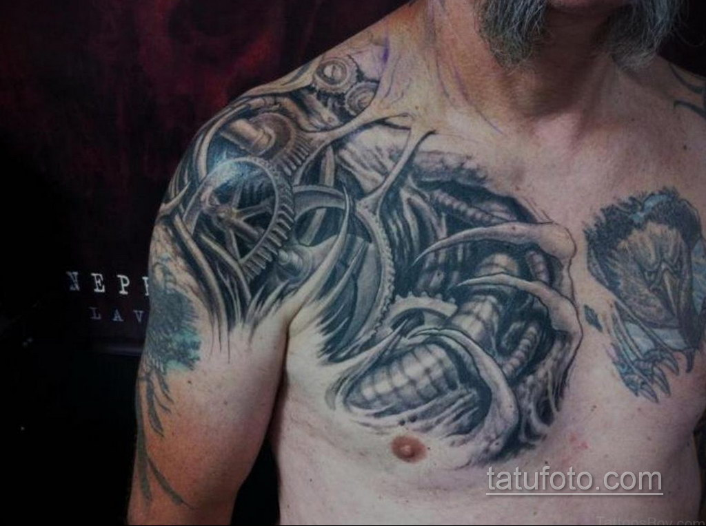 тату биомеханика на груди 31.10.2019 №010 - biomechanics tattoo on the che - tatufoto.com