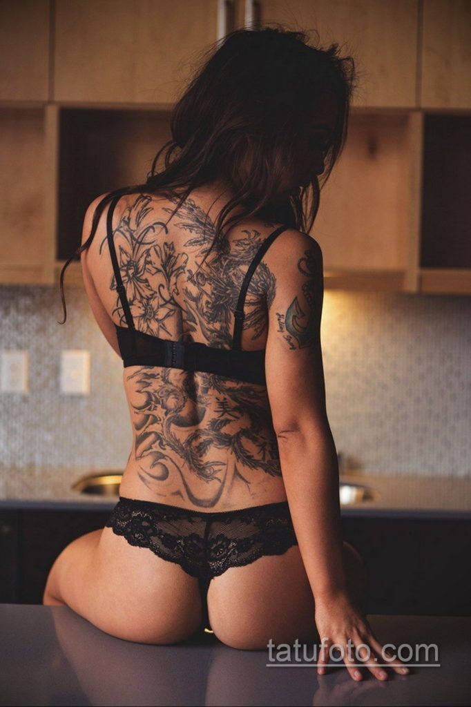 фото красивая девушка с тату 24.11.2019 №070 -beautiful girl with a tattoo- tatufoto.com