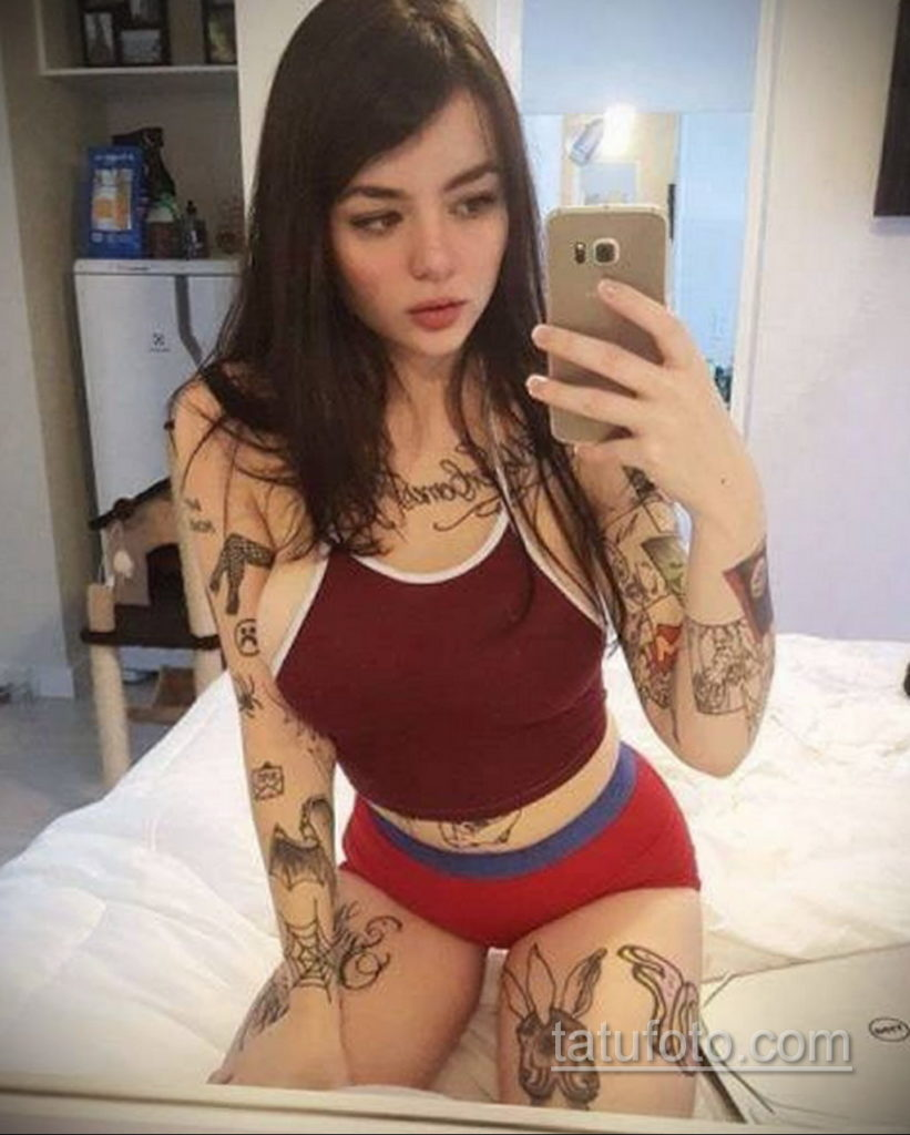 фото красивая девушка с тату 24.11.2019 №083 -beautiful girl with a tattoo- tatufoto.com