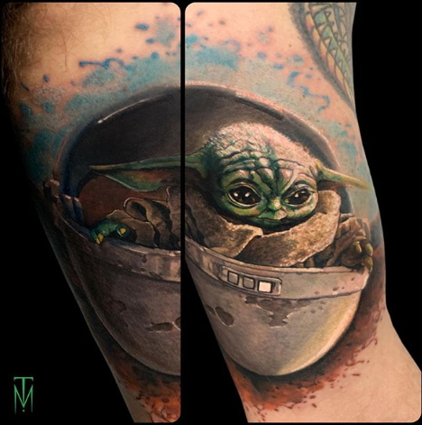Фото пример татуировки с персонажем Бэйби Йода (Baby Yoda) из сериала Мандалорец - фото 2