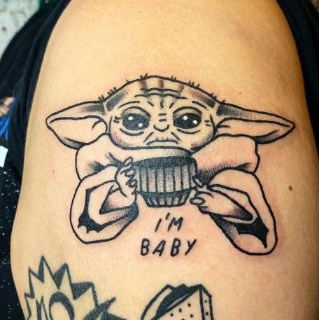 Фото пример татуировки с персонажем Бэйби Йода (Baby Yoda) из сериала Мандалорец - фото 31